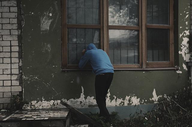 В отпуск со спокойной душой: пять приемов против квартирных краж